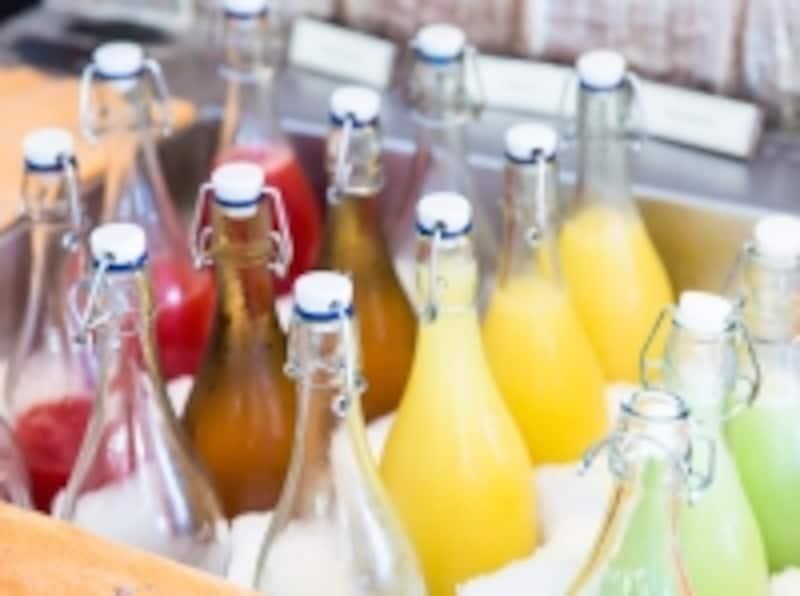 絞り立てフルーツジュースのコーナー。スイカやグァバなど南国らしいバリエーション