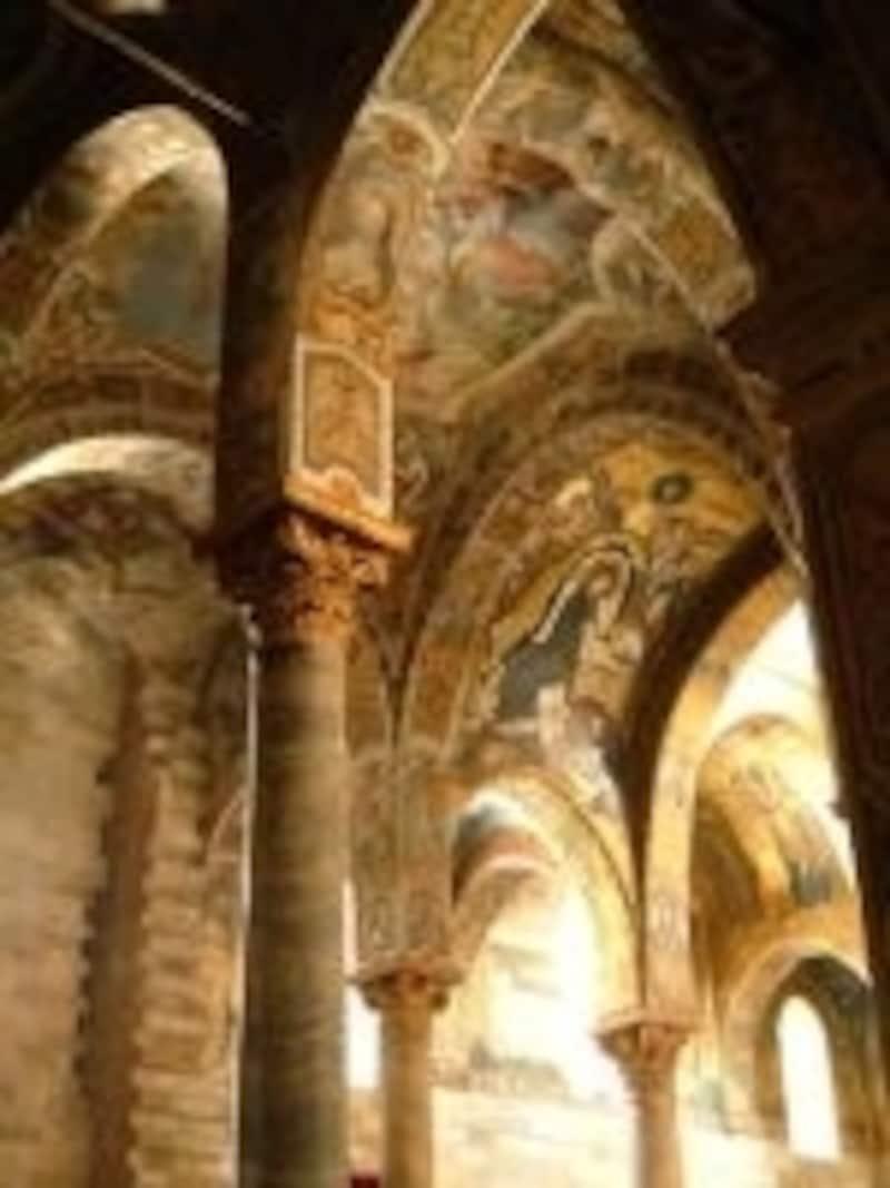 パレルモのマルトラーナ教会内部にある金のモザイク