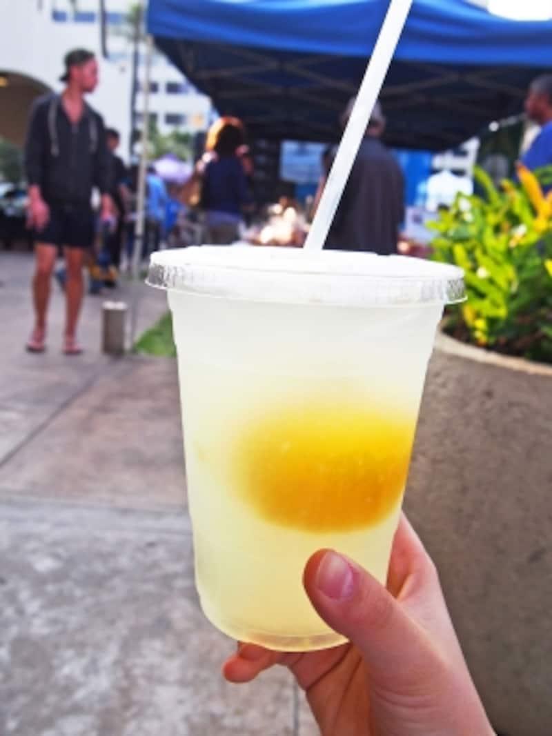 レモンがごろっと入ったワイマナロ・カントリー・ファームのレモネード(3ドル)