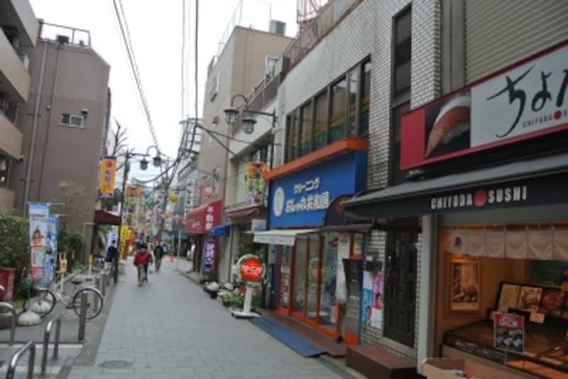 立会川駅前の商店街