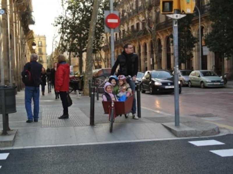 歩道が広いのでとても歩きやすいです