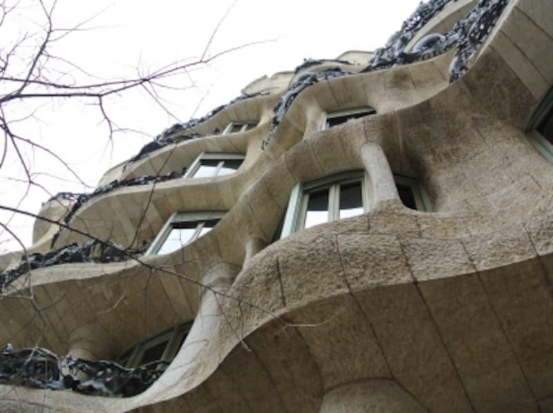 「カサ・ミラ」などの建築物は外側からじっくり眺めるのも楽しいです