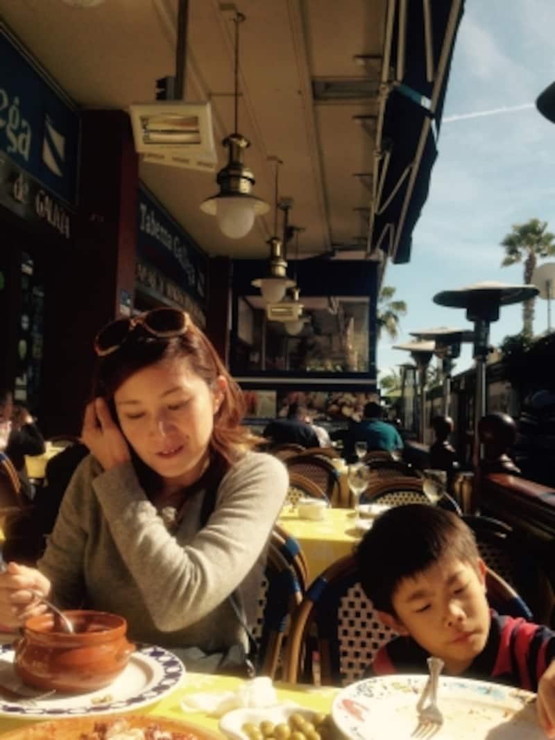 オリンピック港には、シーフードレストランがずらり。観光用のレストランとは思いますが、テラスで食べられるロケーションはやっぱり素敵
