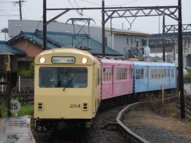 日永駅の八王子線電車