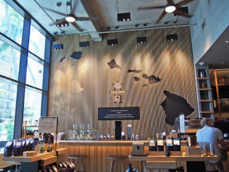ワイキキのクヒオ通りにオープンしたリザーブ店。高級感あふれる店内
