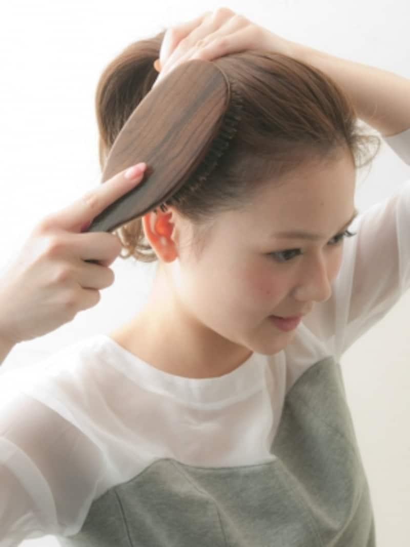 ブラシを使って毛流れを整える
