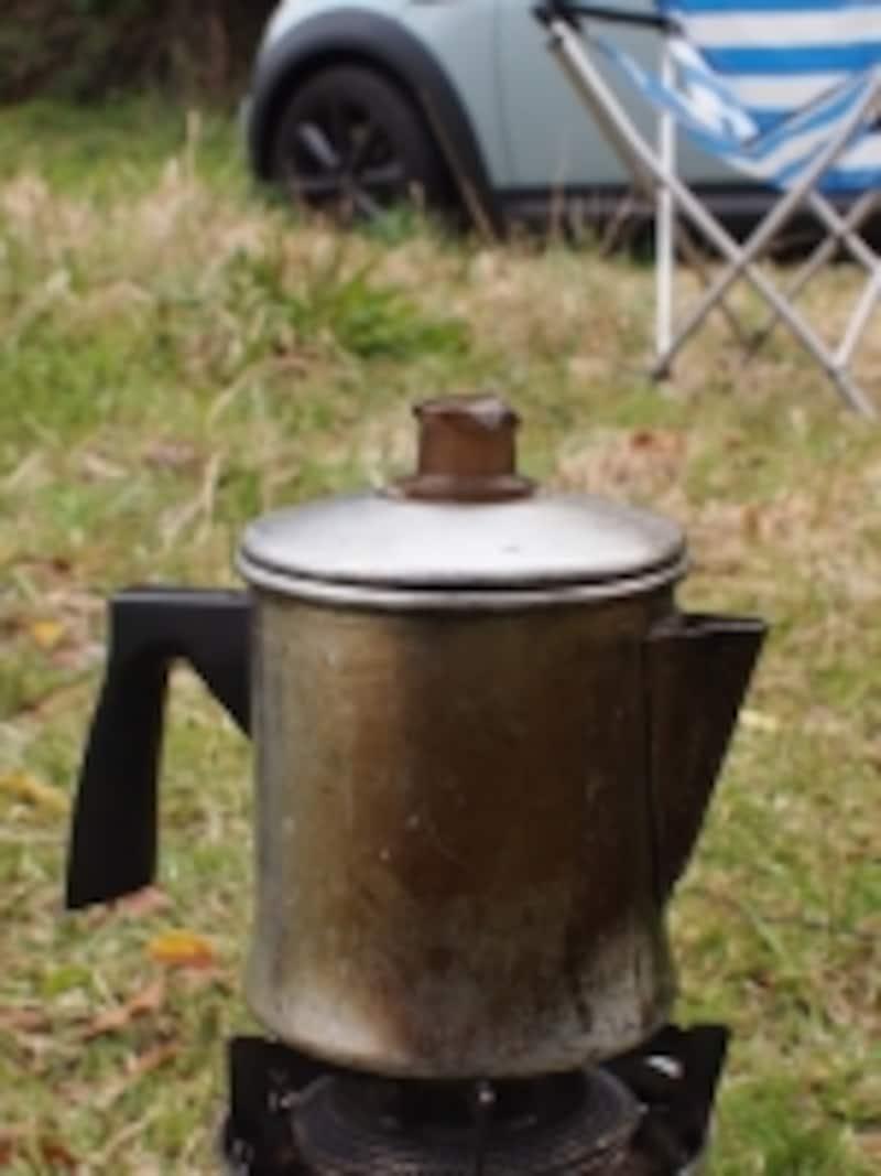 パーコレーターでコーヒーを入れる