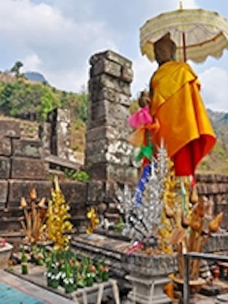 十字型テラスにたたずむ門衛神ドヴァラパーラとパークワン
