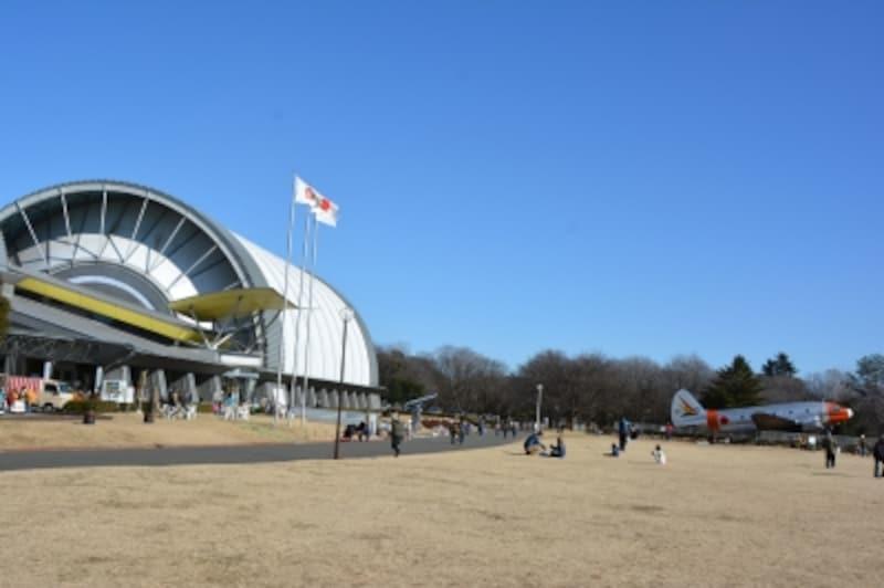 ジェット機のエンジンのような外観をもつ所沢航空発祥記念館