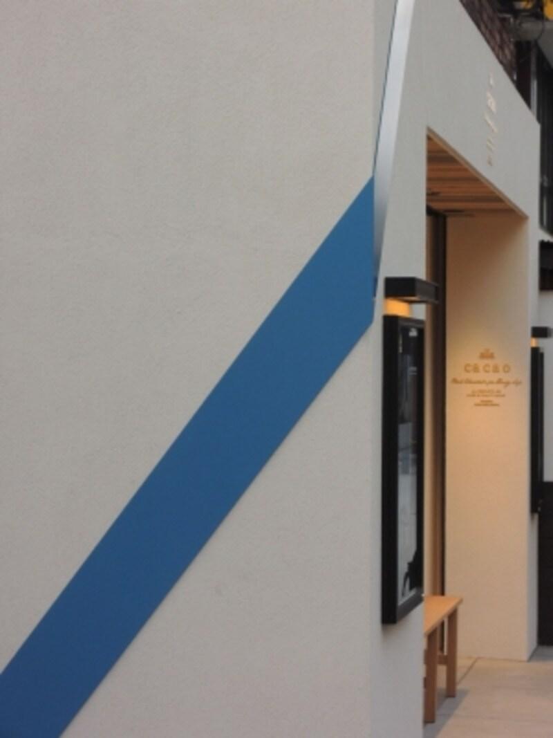 美しいブルーのライン