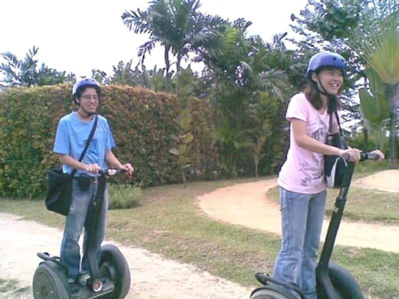 誰でも気軽にセグウェイが楽しめるスポット。シンガポールでは街中やフードコートでセグウェイに乗っている人を見かけることがあります。