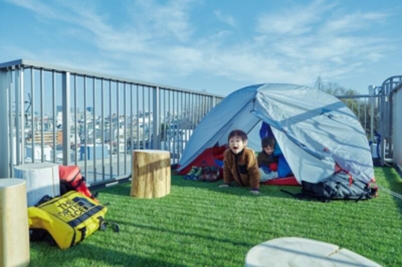 屋上にテントを張ってキャンプ体験をするのもいいですね。わが家の屋上なら、忙しいご家族でも思いたった日に気軽に実行できます