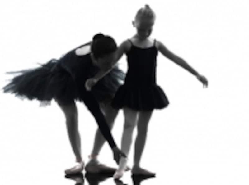 バレエのメソッドによって名称が変わるステップの一つが「バットマン・ジュテ」です。