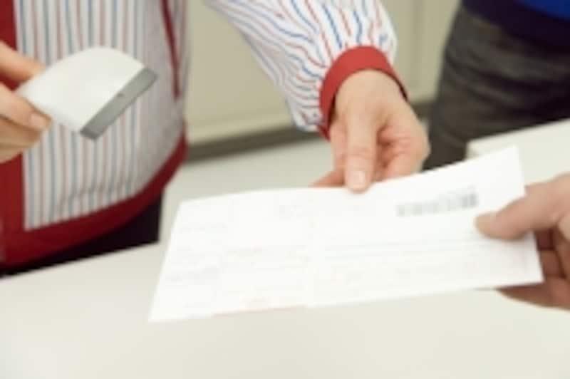 普通徴収の場合、銀行の窓口やコンビニで支払うか、口座振替で納付することになる