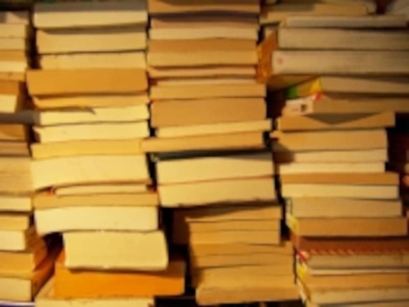 積み上がった本