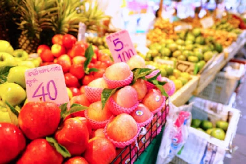 フルーツは血糖値を上げにくい低GI食品です。血糖値が気になる人が食べる1日の目安は80キロカロリーで、みかん2個、りんご半分、キウイ2個、バナナ1本程度です。