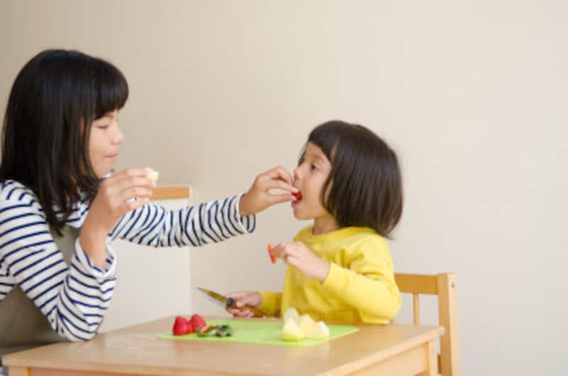フルーツが特別に歯に悪いワケでは決してありません!気になるようなら、食後に水で口をすすぎましょう。