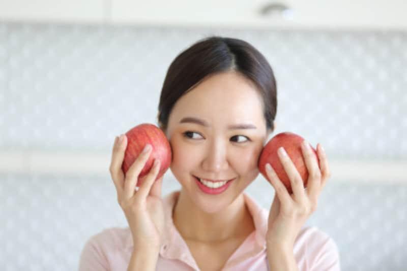 フルーツには、肌が喜ぶビタミンA、ビタミンC、ビタミンEなどの栄養が豊富で肌のハリや弾力、みずみずしさを保ち、くすみや紫外線ダメージを修復してくれます