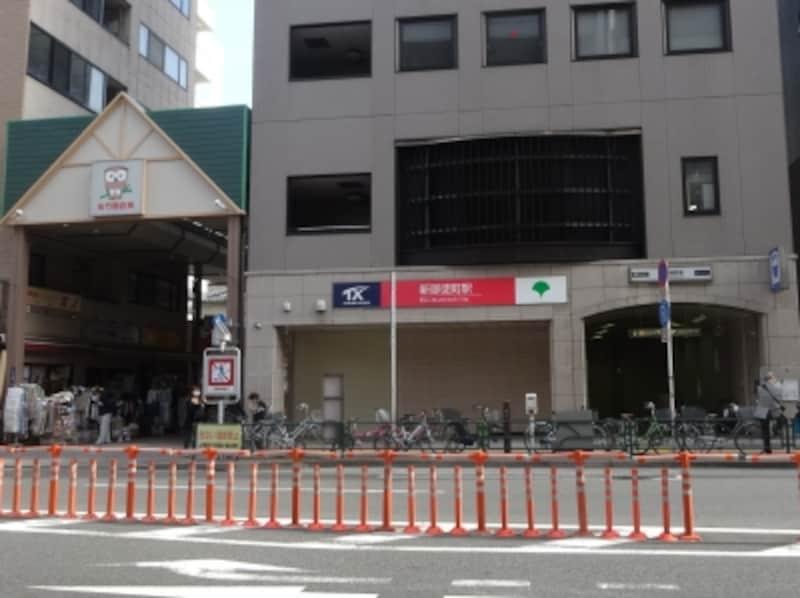 左に見えるのは佐竹商店街の入り口