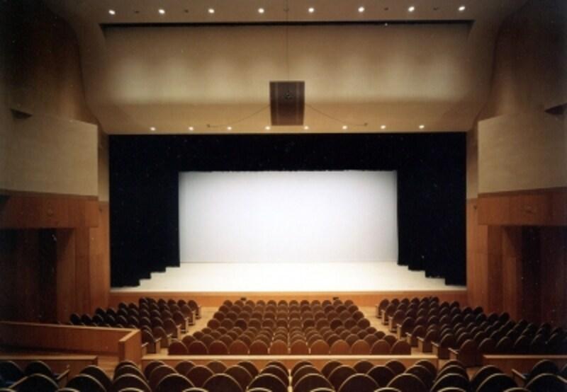 ダンス公演などを行うホールもあります!