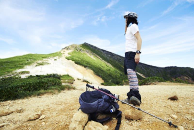 山頂に立つ女性