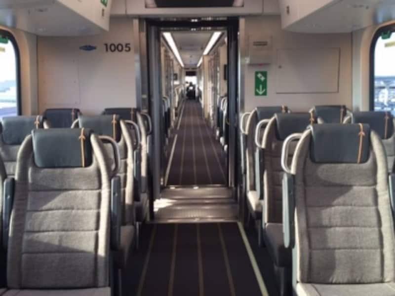 航空機のエコノミークラスを想像させる車内インテリアundefined(C)Metrolinx