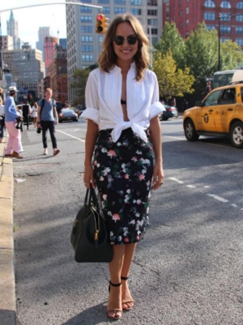 白シャツ+タイトスカート