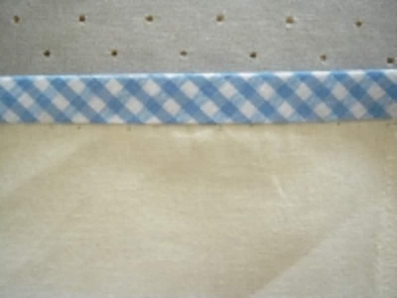 表にひびかないように、裏側からまつる際は縫い目に気をつけてください