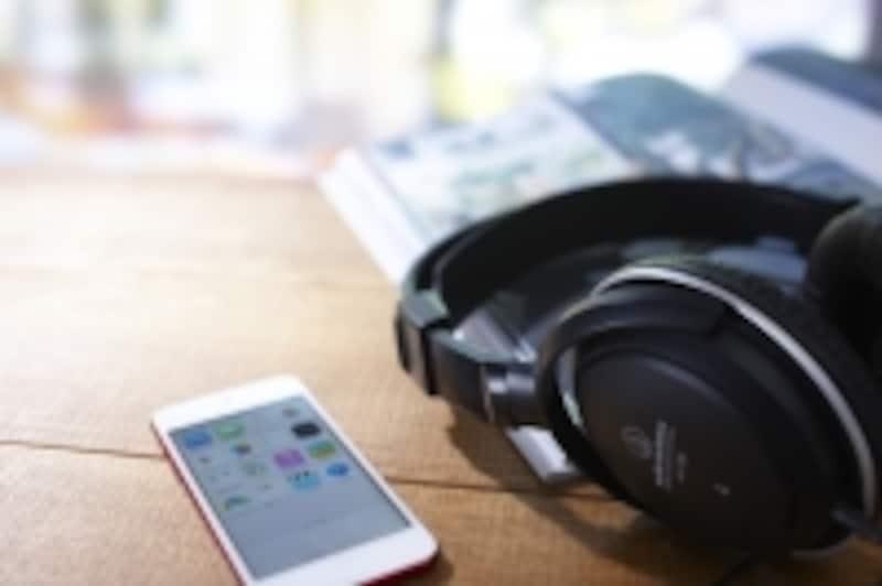 記憶容量やバッテリーの持ちが良くなり、スマホで音楽を聴くことが当たり前になってきました