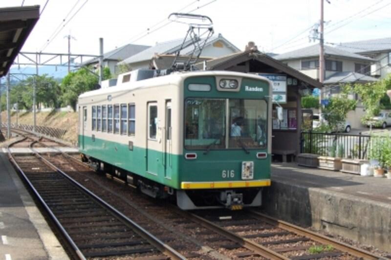 『嵐電』の愛称で親しまれる京福電車