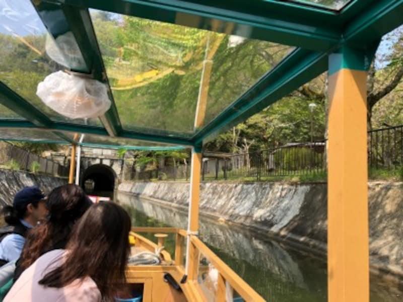 びわ湖疏水船の船内