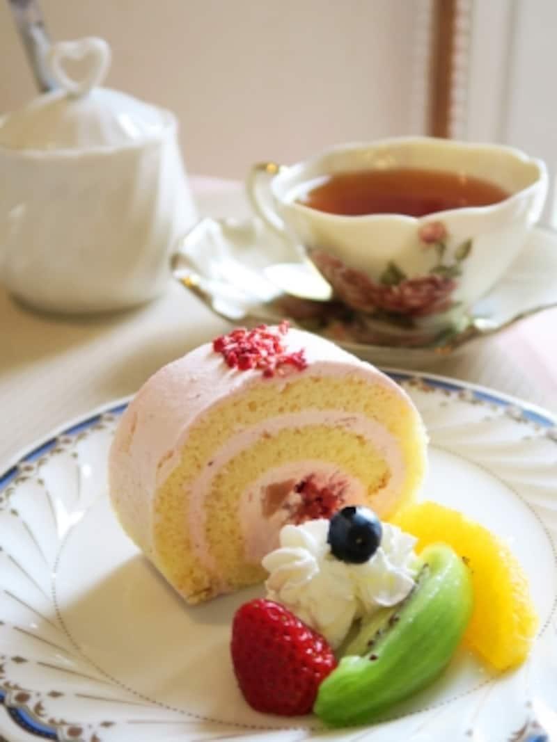 カフェ・ザ・ローズの「ベリーロールケーキ(650円)」