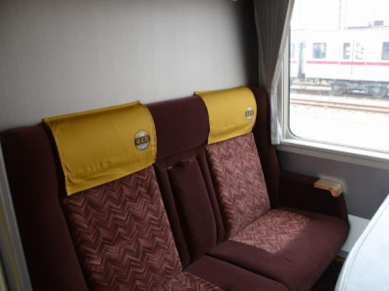 コンパートメントの座席