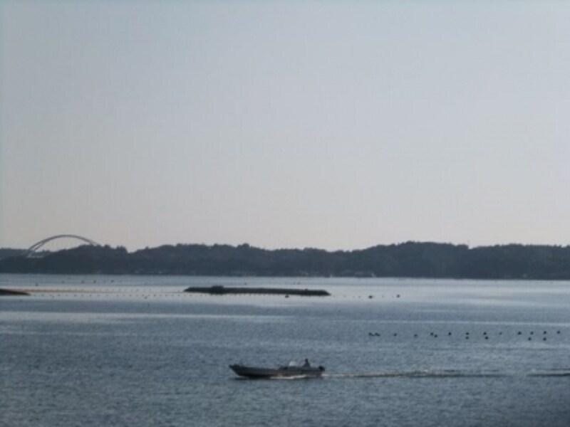 賢島エスパーニャクルーズから眺める英虞湾の風景(3)/志摩パールブリッジを望む