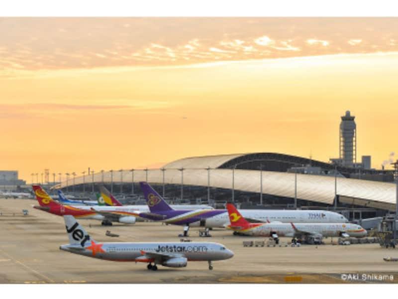 関空展望ホールから撮影した、夕方の第1ターミナル
