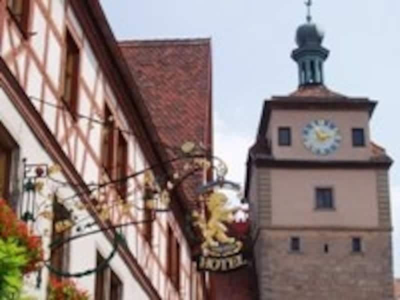 中世の町には可愛らしいホテルもいっぱい