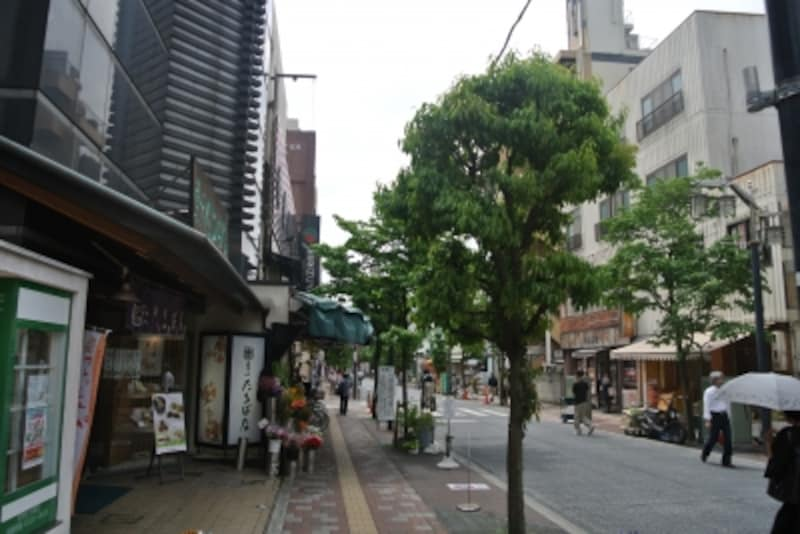 「千歳烏山」駅前の商店街