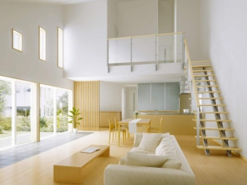 吹き抜けとすることでリビング階段も空間のひとつのポイントに。手すりも含め、デザイン性を考慮して取り入れたい。[アルミインテリア建材undefinedオープンリビング階段undefinedレイスルー手すり]undefinedYKKAPundefinedhttp://www.ykkap.co.jp/