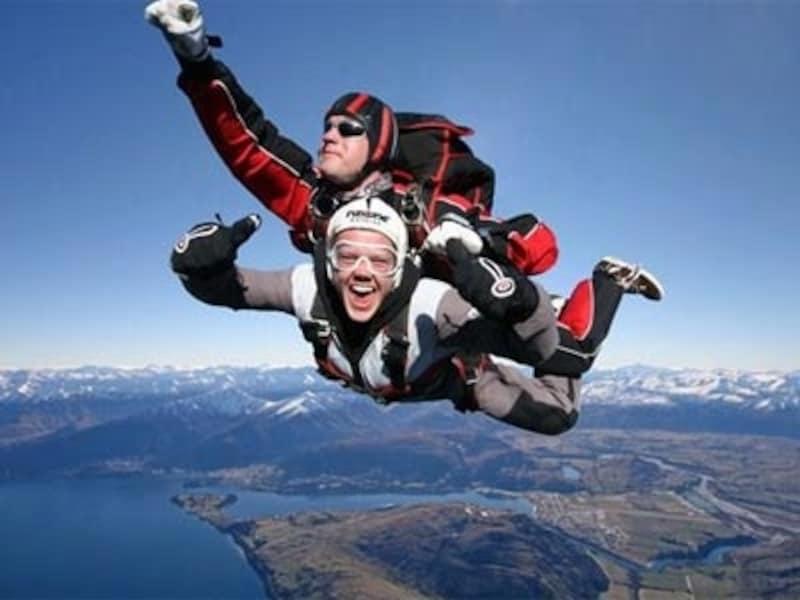 一生に一度は体験してみたいスカイダイビング