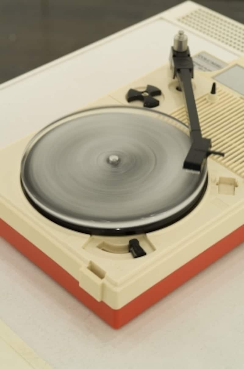 《Vinyl》2005年undefinedシリコン、精製水、冷凍庫、レコードプレーヤー