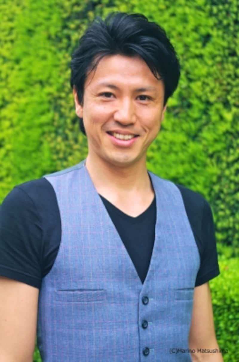 角川裕明undefined74年埼玉県生まれ。広告代理店を経て俳優に転身し、『レ・ミゼラブル』『CHESSInConcert』『オーシャンズ11』『ファントム』等に出演。ミュージカル映画『ユメのおと』で映画監督デビューし、SKIPシティ国際Dシネマ映画祭2012短編部門グランプリを受賞。ミュージシャンとしても活躍している。(C)MarinoMatsushima
