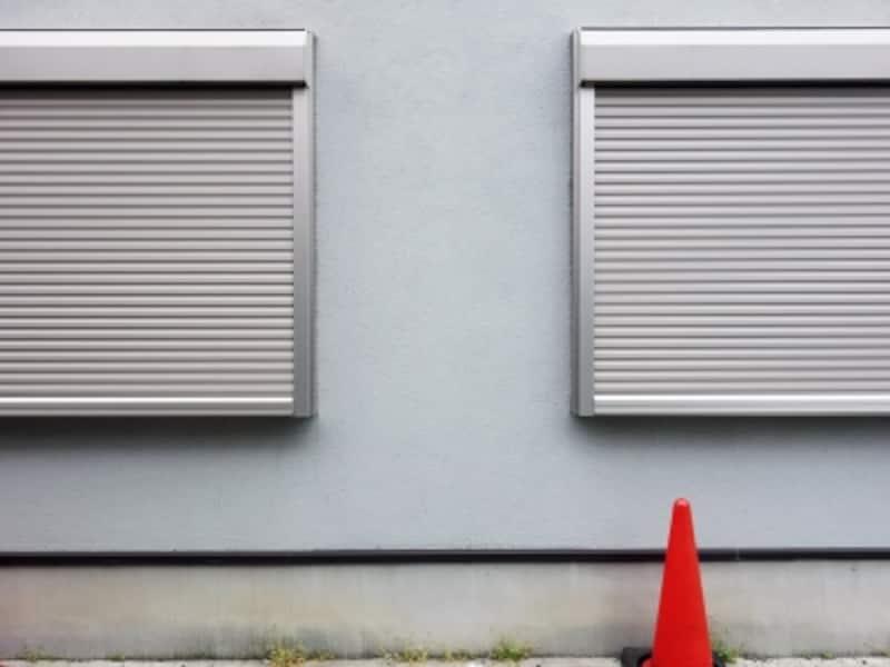 道路境界線上の窓