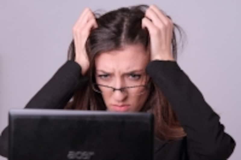 精神的な疲労やストレスが原因になることが多いと言われています