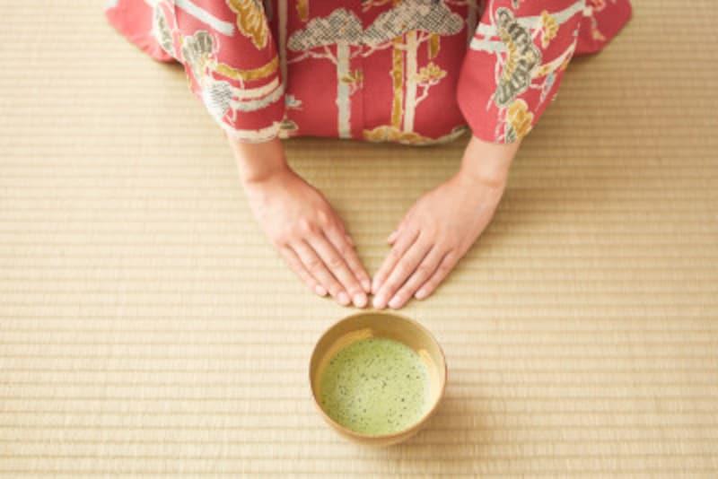 茶道でお茶碗を回す理由を知っていますか?