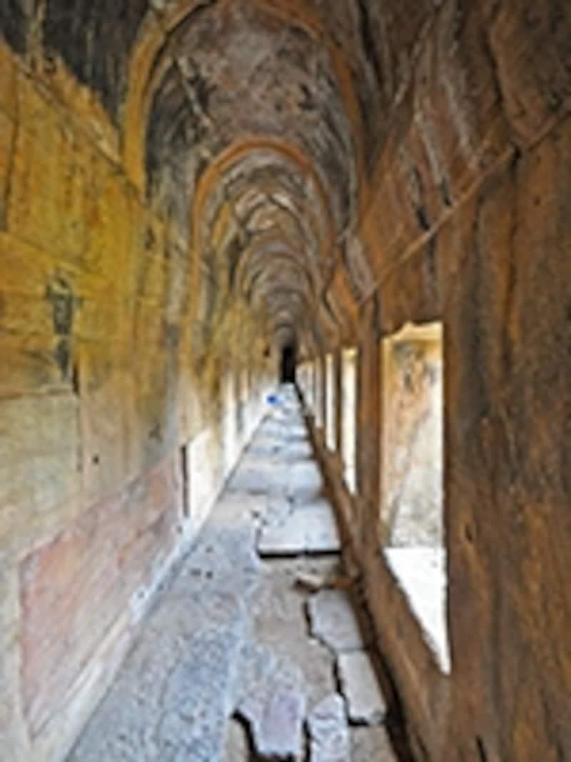 第一塔門の回廊内部