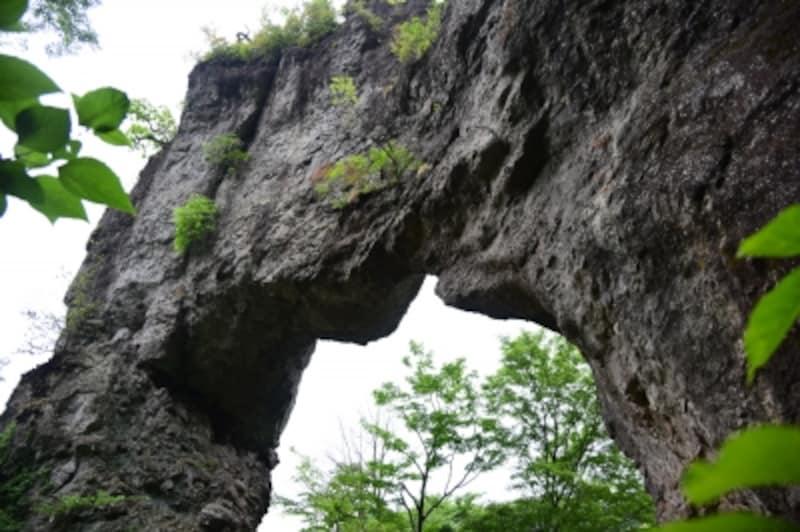 石門めぐりを楽しみます。大きさに驚く
