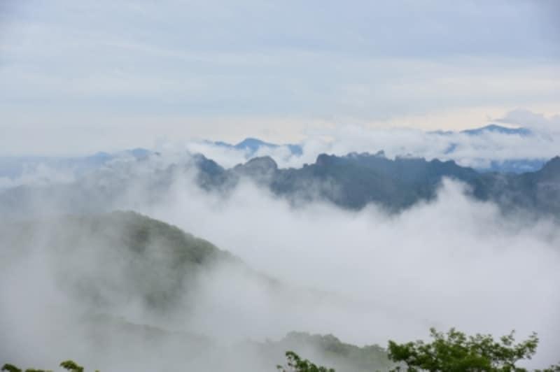 旧碓氷峠の展望広場「見晴台」からの眺望。雲海が広がる