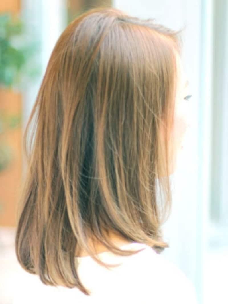 前髪長めアールストレートミディ