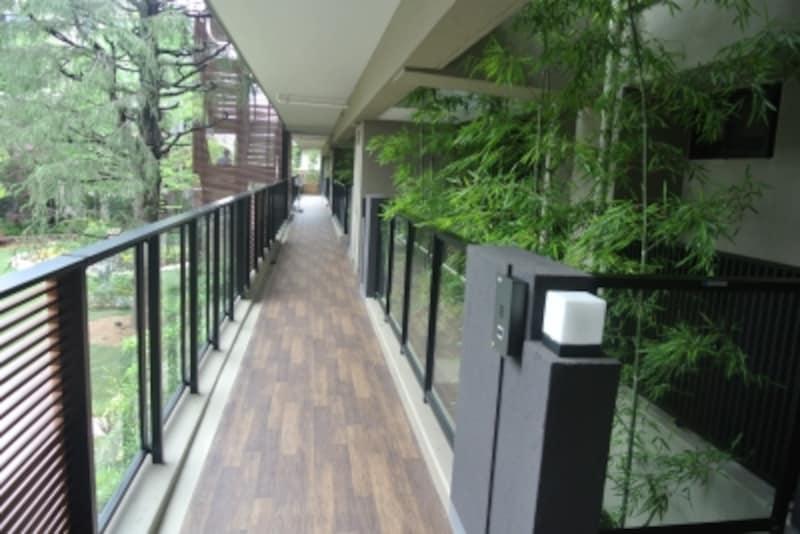 「THEKAHALAundefined小杉陣屋町」の住戸へのアプローチ