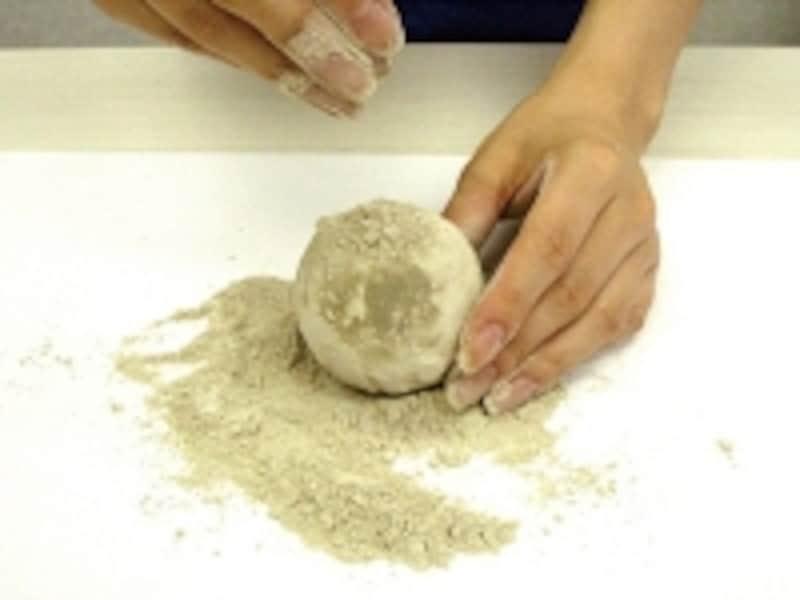 サラサラの砂を繰り返しつける工程がポイント!